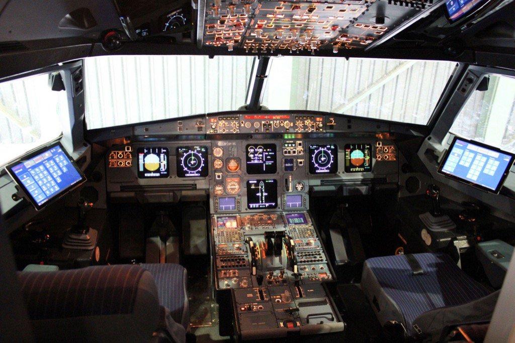 ExpressJet's Windows 10 Electronic Flight Bag receives FAA