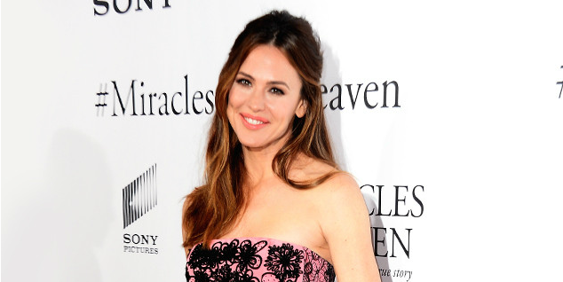 Surprise! About that time Jennifer Garner crashed an elementary school dance: