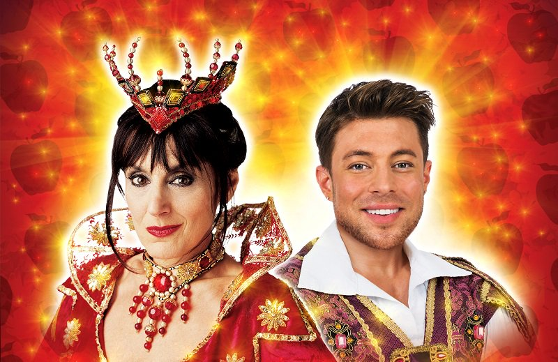 All rise! Lesley Joseph and @MrDuncanJames star in @TRPlymouth's glittering panto this year! https://t.co/uozS85ec3f https://t.co/NSiPOnOZEl