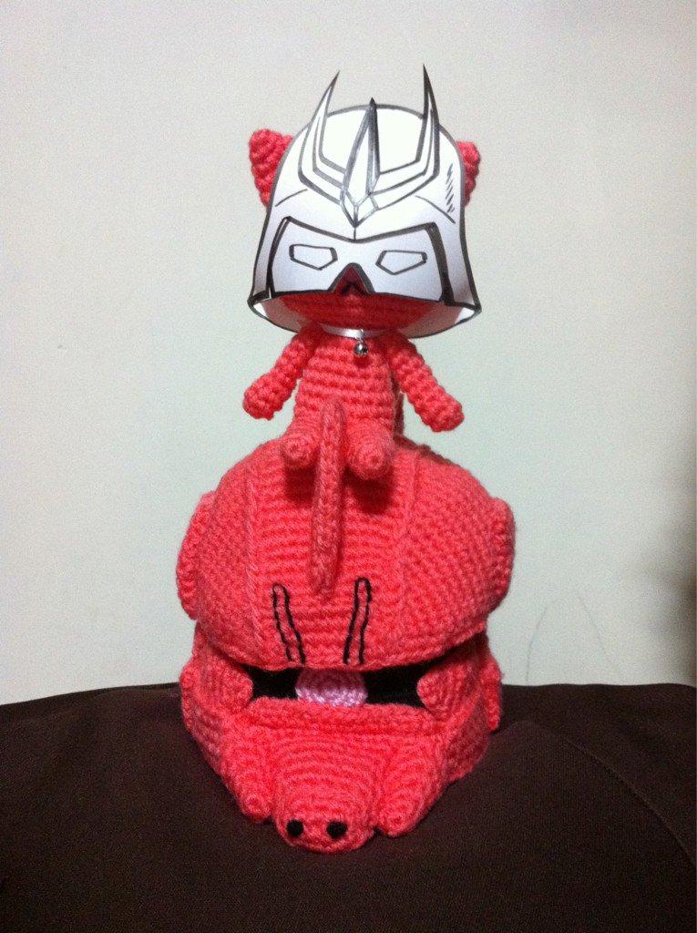 「見せてもらおうか、ゲルググロールペーパーカバーの性能とやらを」 #amigurumi #crochet #ガンダム #シャア専用 #ゲルググ #ロールペーパーカバー編もうぜ https://t.co/iT9s2yh6lk