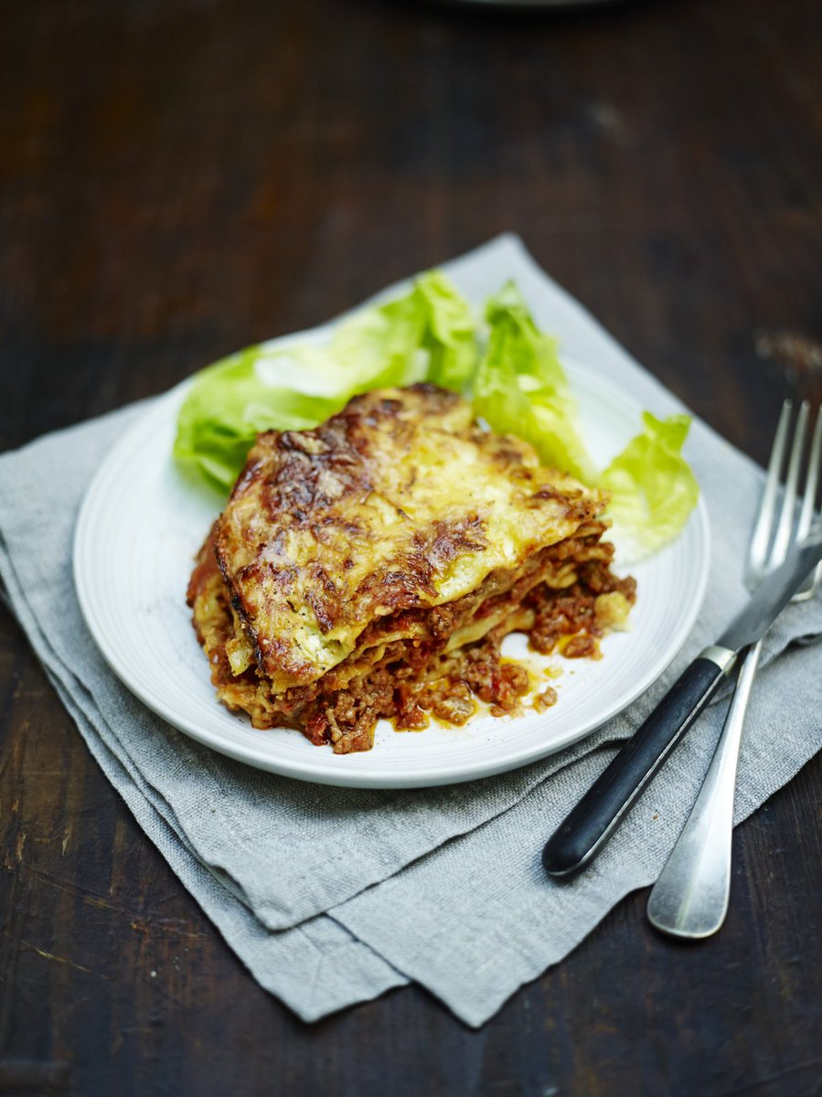 #RecipeOfTheDay is a classic family #lasagne for an alternative Sunday lunch or dinner! https://t.co/vTIKRWhUn5 https://t.co/dYmaieSmo5