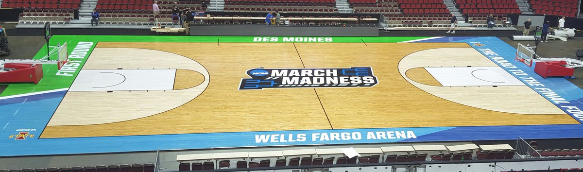It's beginning to look a lot like #MarchMadness in #DesMoines! Floor is down! How awesome is it?! #WellsFargoArena https://t.co/dIF1pnSkWN