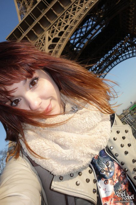 1 pic. #NEW #CANDID GALLERY #UPDATE - Walking in #Paris  (via https://t.co/uVetxALjn8)  RT if you like
