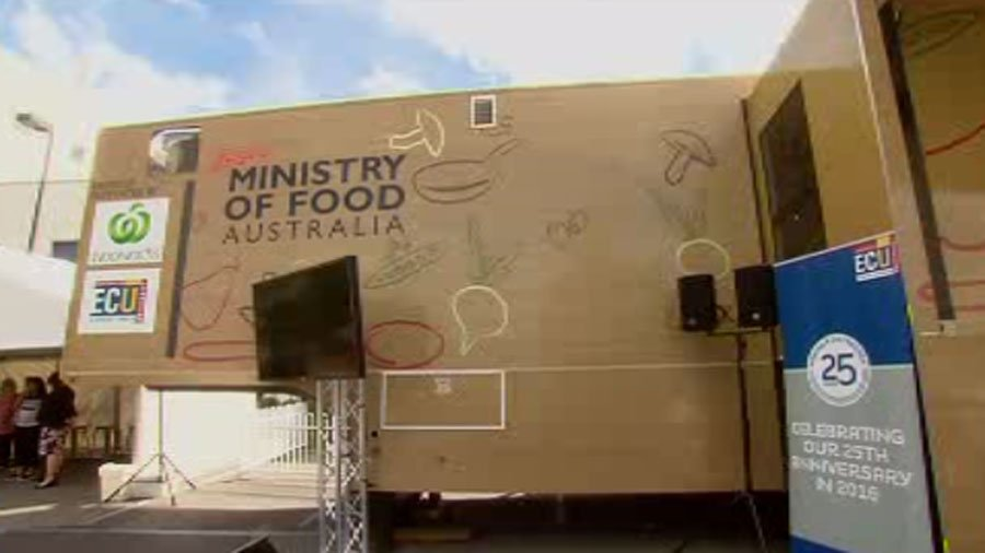RT @TenNewsPerth: UPDATE: A chance to cook like @jamieoliver as his mobile ministry of food kitchen arrives in WA #TenNews more 5pm https:/…