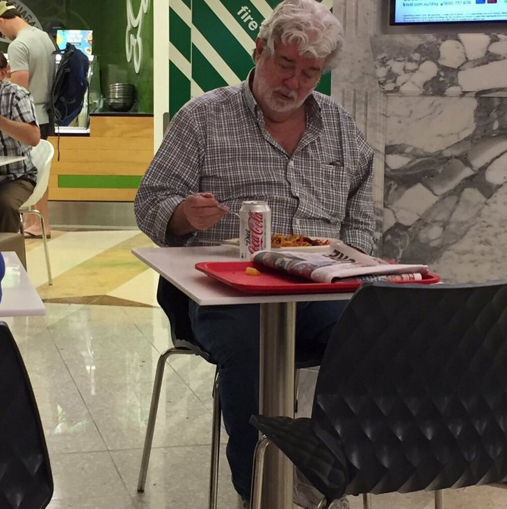 Spotted! Star Wars creator George Lucas eating lunch in Adelaide's David Jones food court today. (pic: @GAFAtape) https://t.co/p1Zc6Fznnr