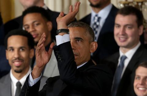 President Obama picks Kansas to top his NCAA Tournament bracket