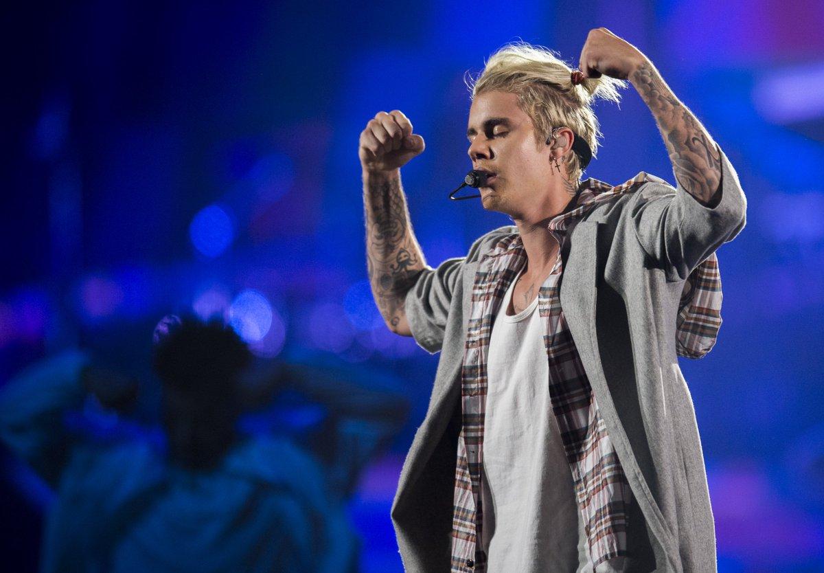 Review: Justin Bieber rises up in Sleep Train Arena performance https://t.co/lq21tMK7dk @chris_macias https://t.co/7DrcYOjkuI