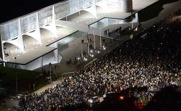 #JPNasRuas #OcupaBrasilia é o 2º assunto mais comentado no Twitter no mundo: https://t.co/9X4ATNUYeC https://t.co/WBqZd7pUeM