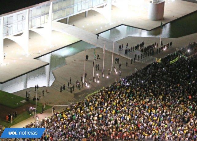 @UOLNoticias: #OcupaBrasilia é o segundo assunto mais comentado no twitter no mundo https://t.co/l5nhp8khTF https://t.co/eET1ElQbvk