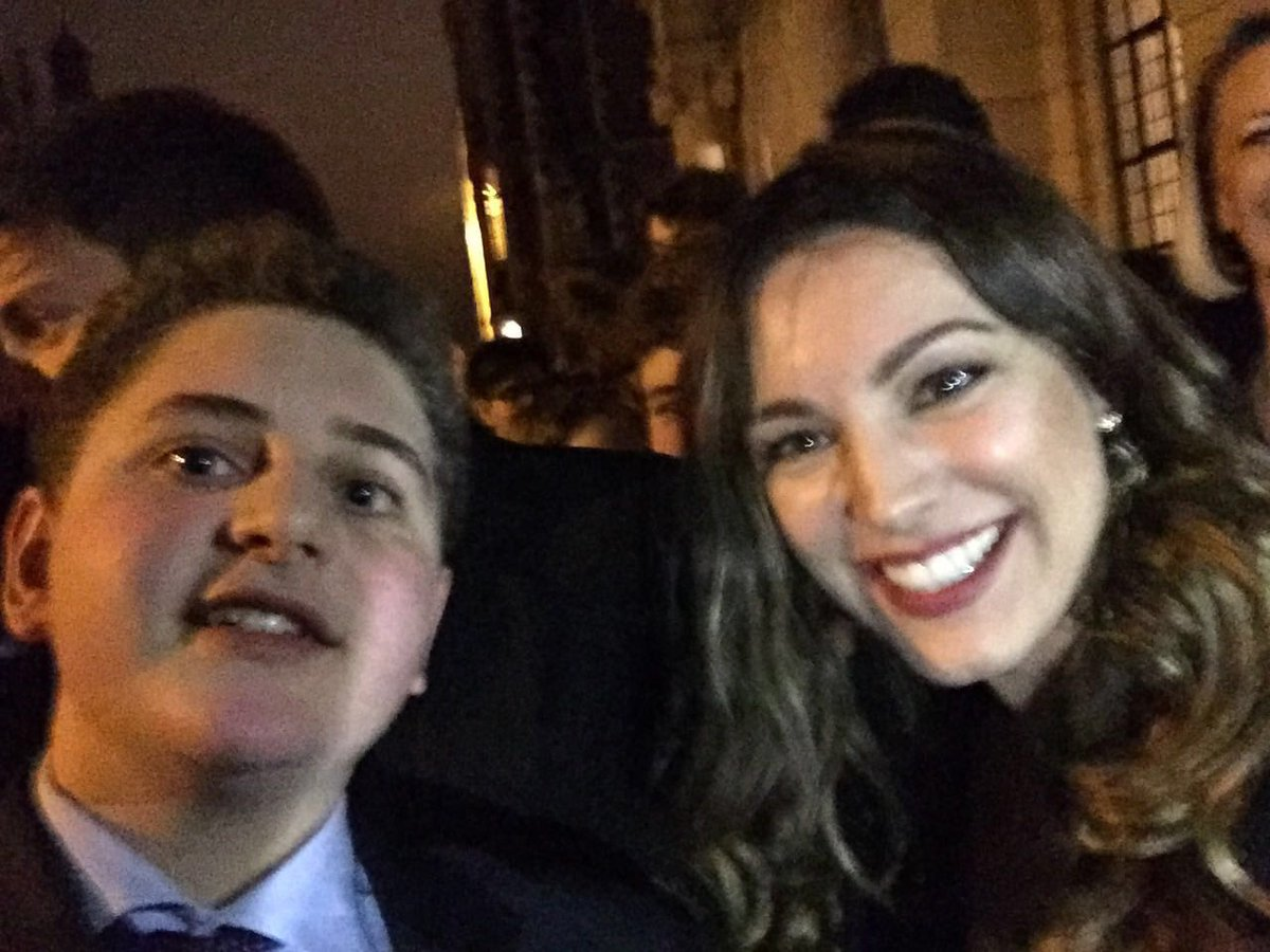 RT @ReallyFabCards: @IAMKELLYBROOK thank u so much for making my young Etonian boy so happy! He doesn't take selfies with me :) https://t.c…
