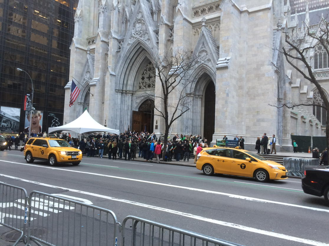 On Fifth Avenue for @NY1 for @StPatsParadeNYC #HappyStPatricksDay #StPatricksDayNYC https://t.co/mk75Quqmke