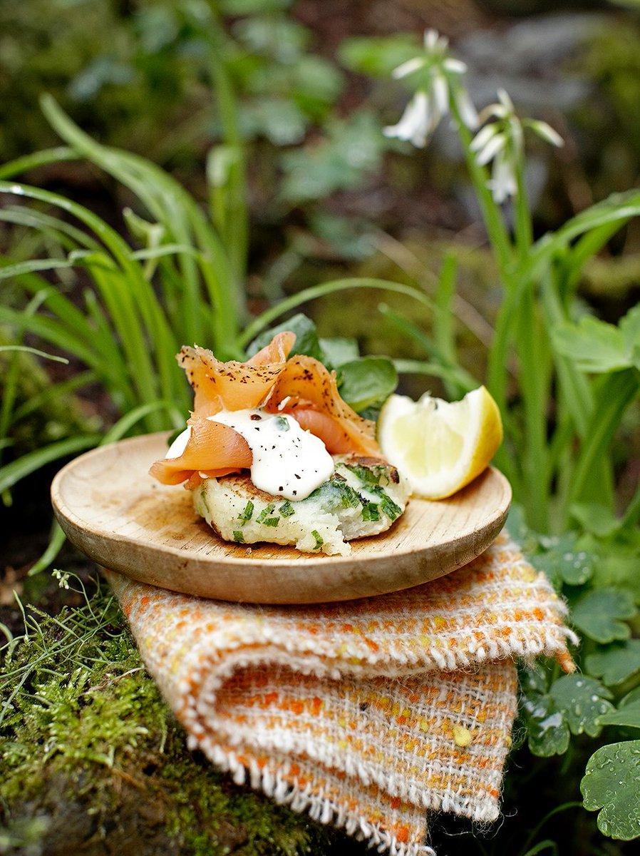 Happy #StPatricksDay! #RecipeOfTheDay is our simple Irish potato cakes with smoked salmon: https://t.co/li6razoWz1 https://t.co/k2gPAf2Qcv