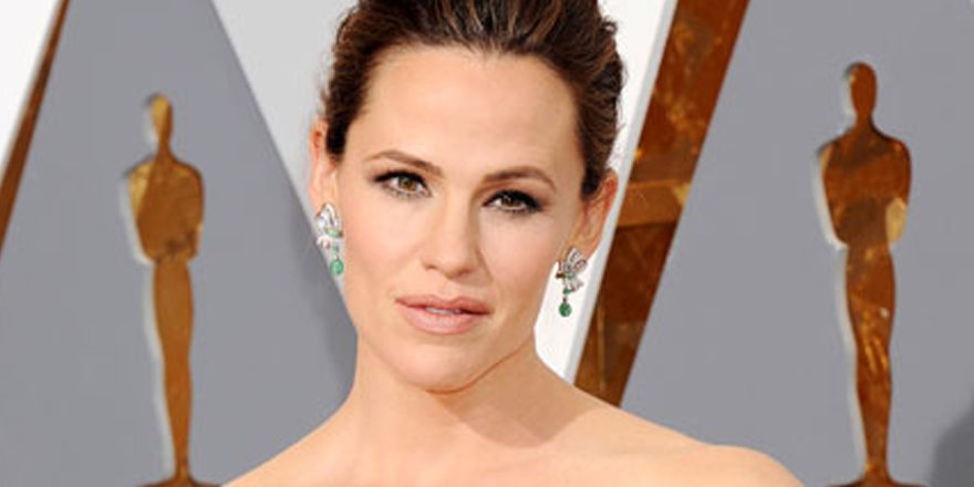 Jennifer Garner on her panic attack-inducing Oscars dress VIA @People_Style