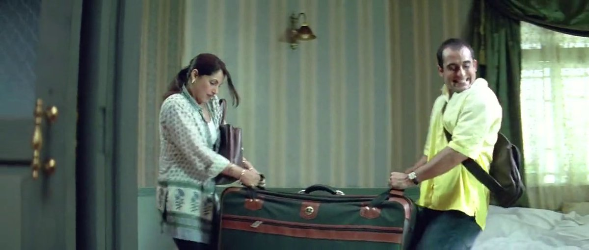 This should have been the first clue to Akshay Khanna that Dimple Kapadia came with a lot of baggage in DCH. https://t.co/sRLRQ7tP8i