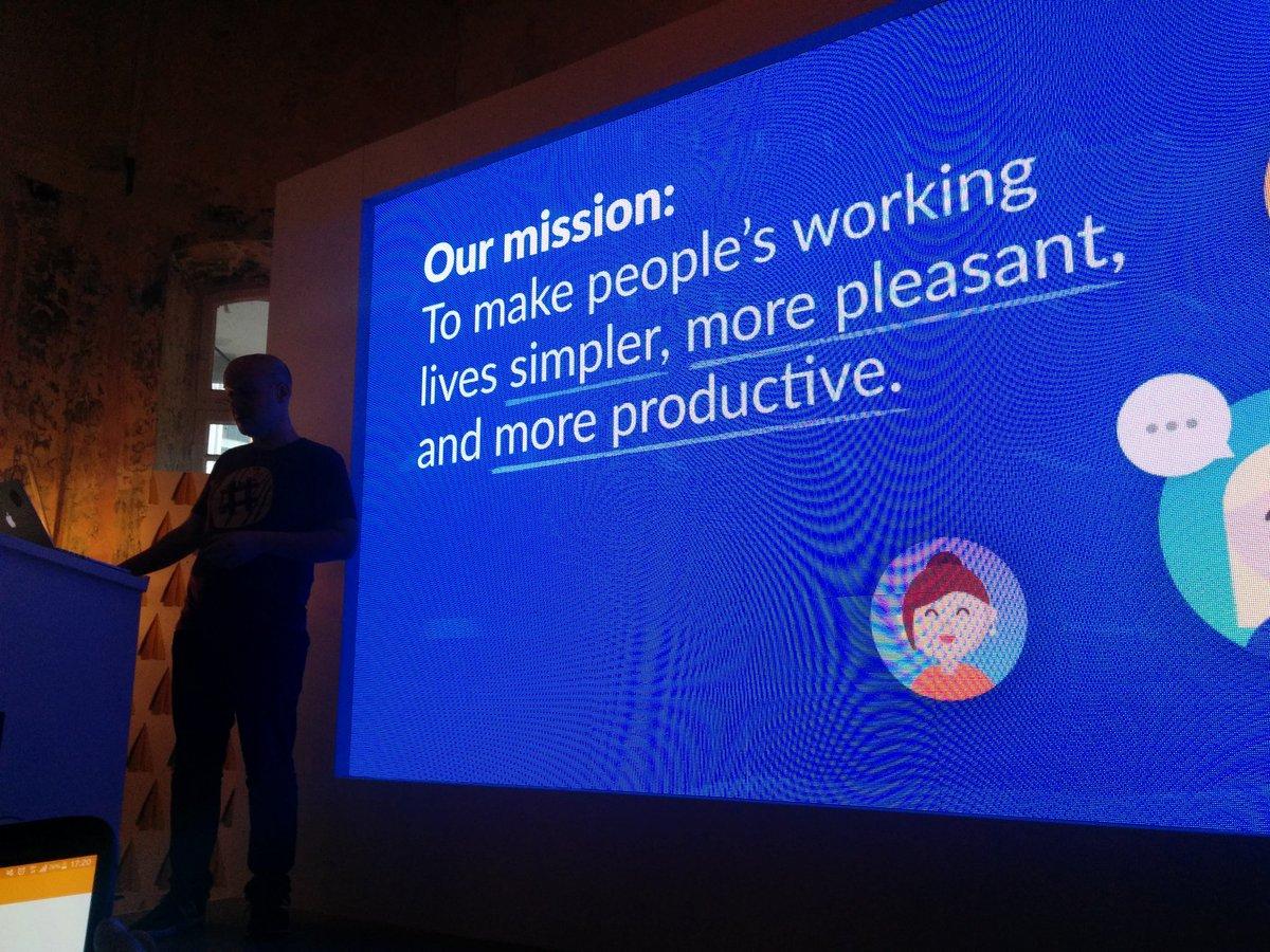 Yo! It's @ashevat talking  about @slack and #bots at #aws pop up loft #ux https://t.co/rg9zQ2rIu5