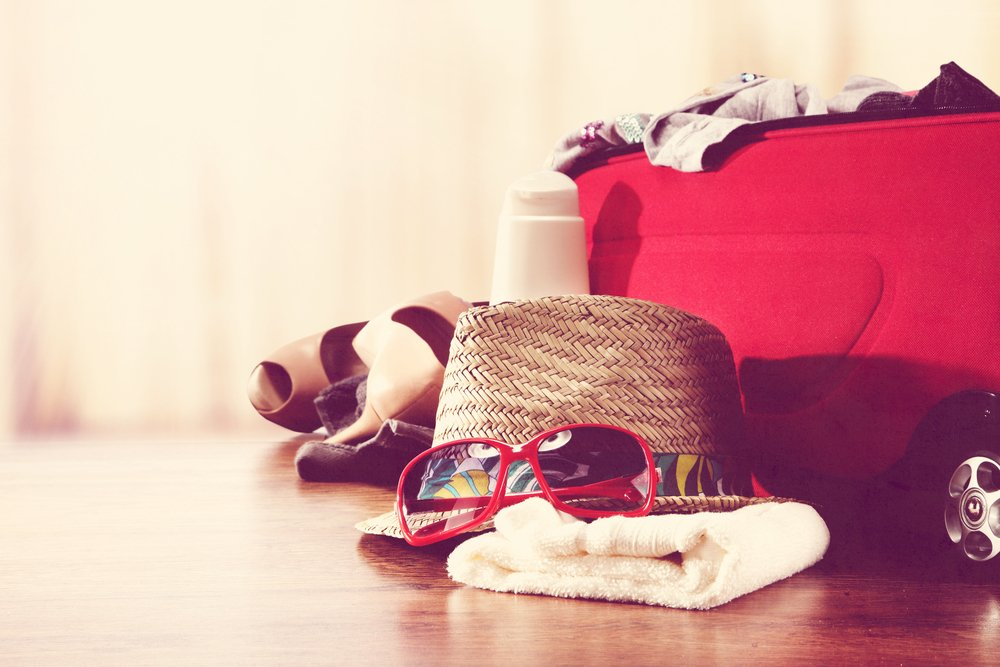 RT @flyfromlax: 10 things you must pack. Save this!