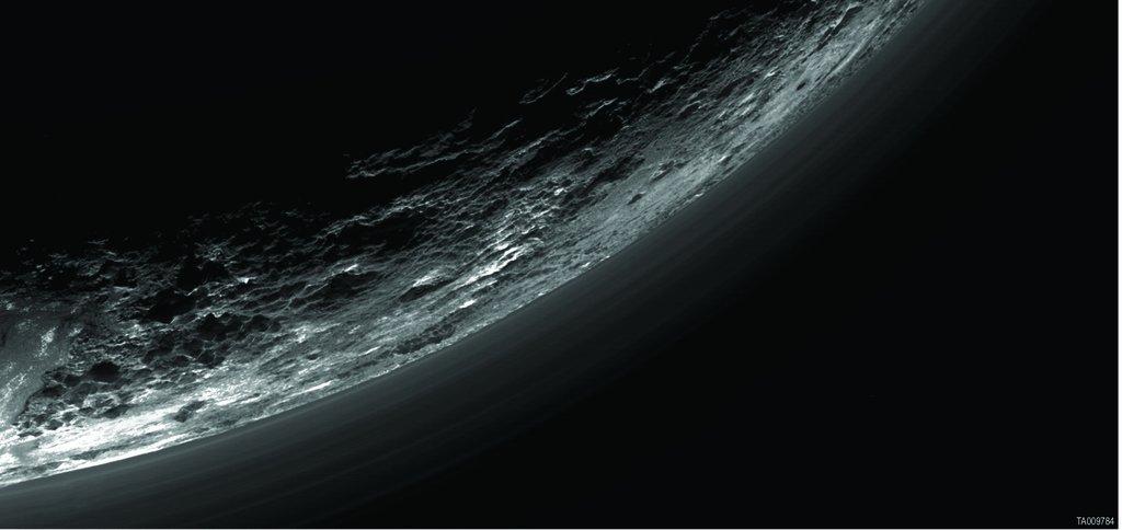 Haze Layers Above Pluto via NASA https://t.co/vaJWLQo1fO https://t.co/eXAxG89lBI