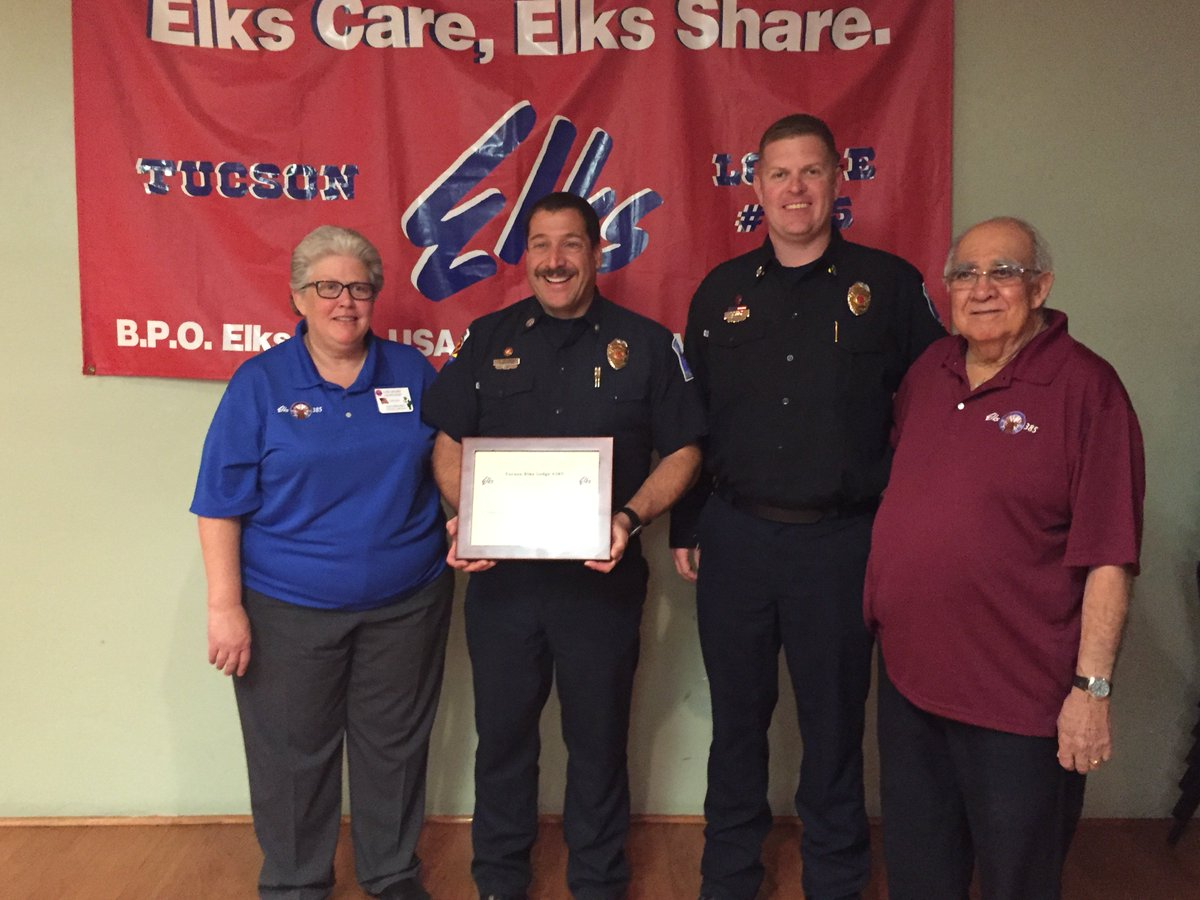 Capt Goldberg awarded Firefighter of the Year by Elks Lodge #385 for his off-duty actions to treat an injured child. https://t.co/shasCD1ncB