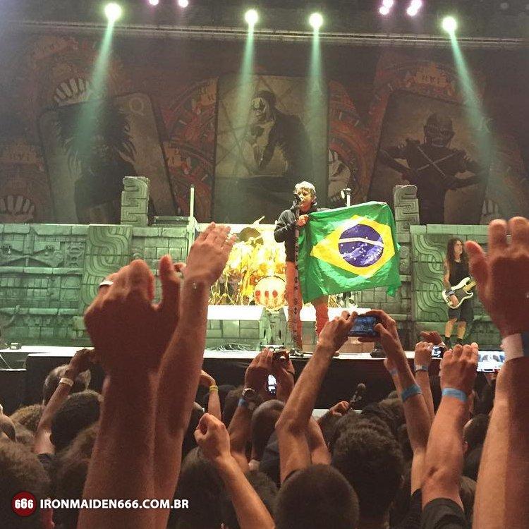 """""""Vi essa bandeira muitas vezes na CNN. Desejo que tudo dê certo para todos os brasileiros!"""" - Bruce Dickinson https://t.co/fFgYhjm2y1"""