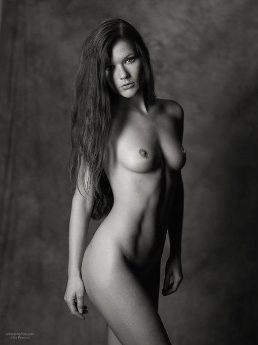 from Sweden #blackandwhitephotography #nude #artnude #redhead #blackandwhite #artnudemodel https://t