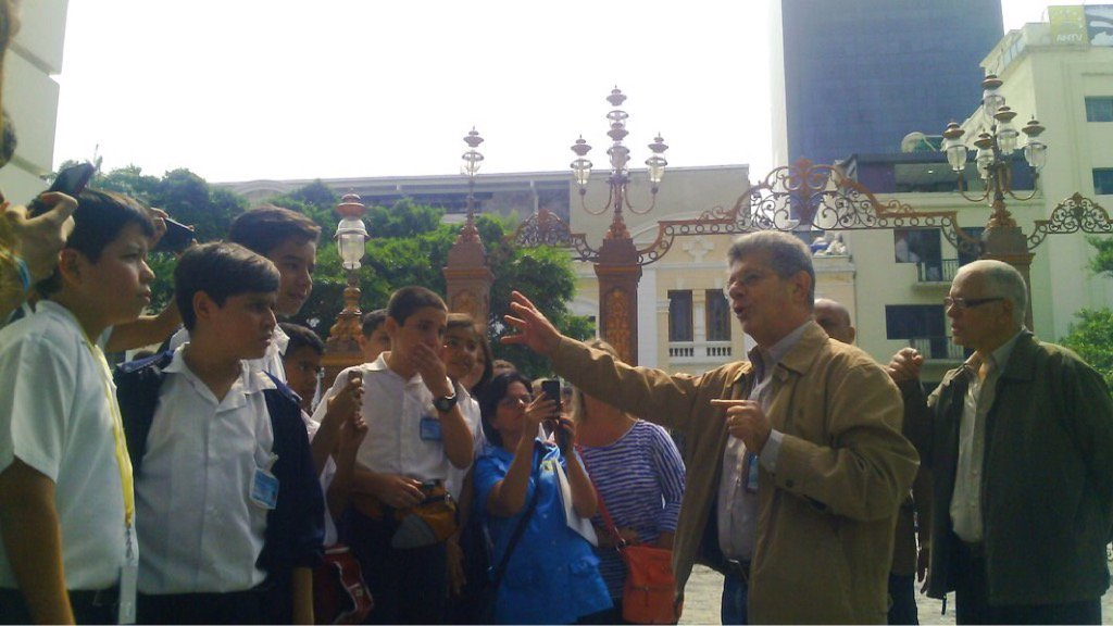 Estudiantes del colegio bol var y garibaldi son recibidos for Colegio bolivar y freud