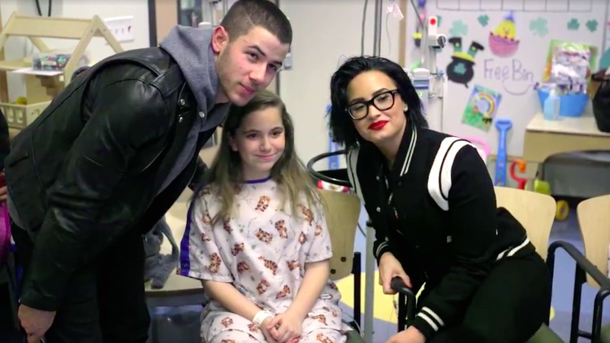Watch Nick Jonas And Demi Lovato's Surprise Performance At A Children's Hospital