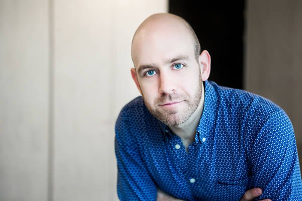 We're delighted to announce that Robert Hastie has been appointed our new Artistic Director. https://t.co/nA8koz2aUQ https://t.co/4mIO1sk6zG