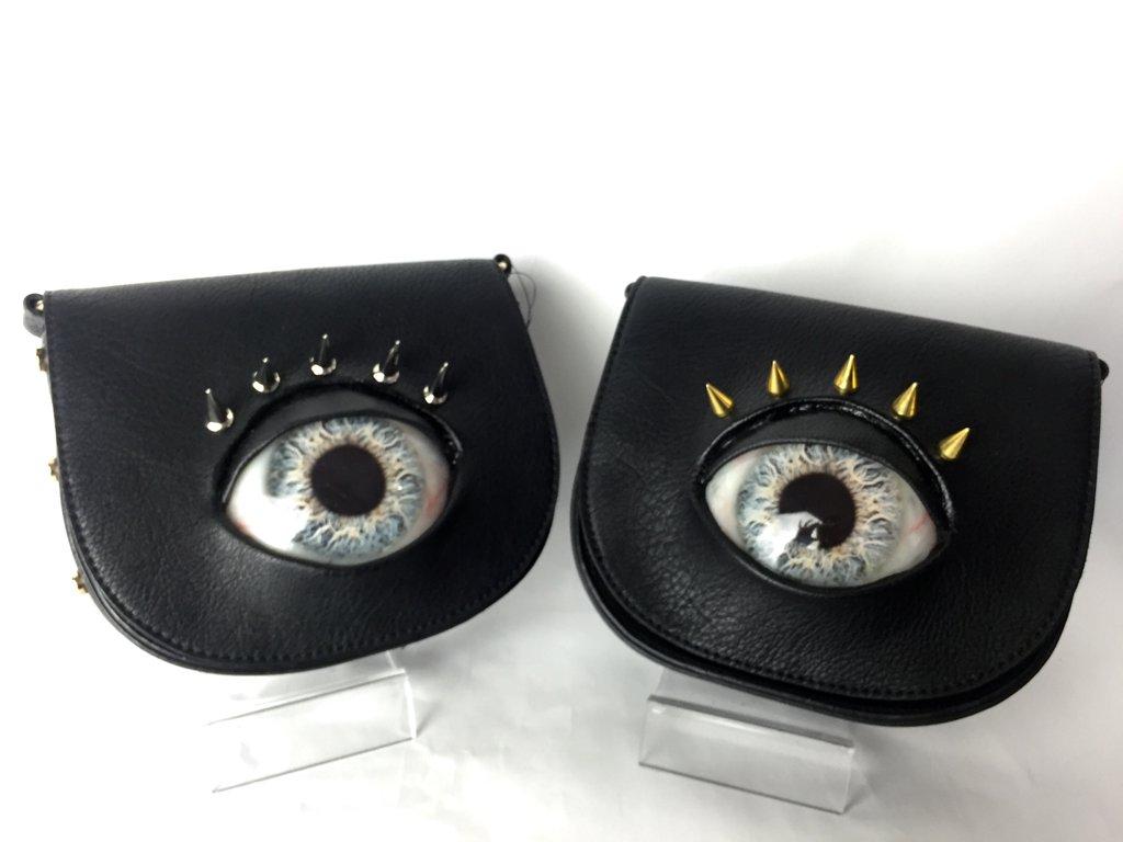 Super creepy eye and teeth handbags by Japanese SFX artist; @bjtcmd #Japan @TokyoFashion https://t.co/N84nDDf2hn https://t.co/5OnSl6zC9C