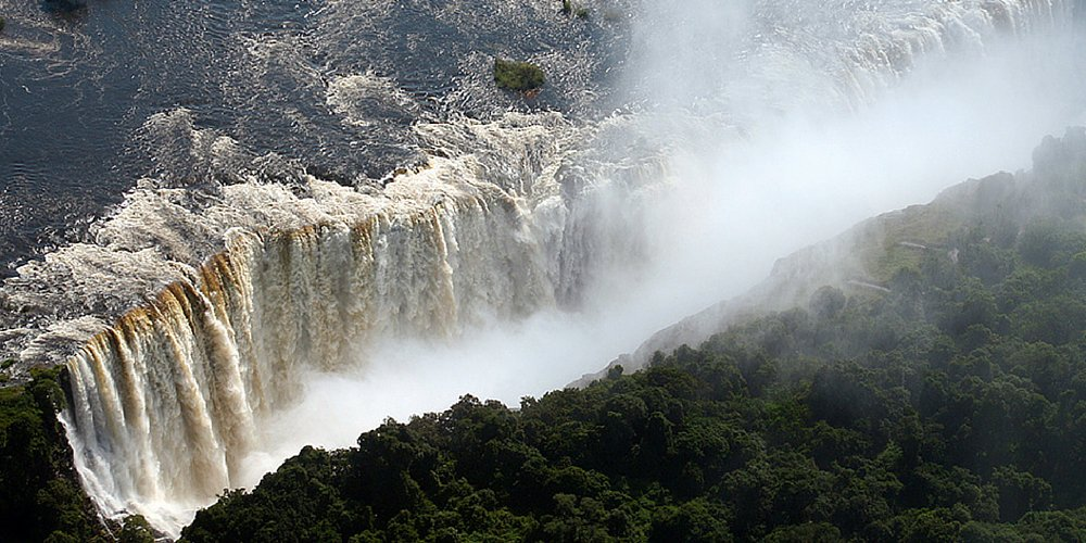 Which one of the world's largest waterfalls is in Southern Africa? (via @travelleisure) »