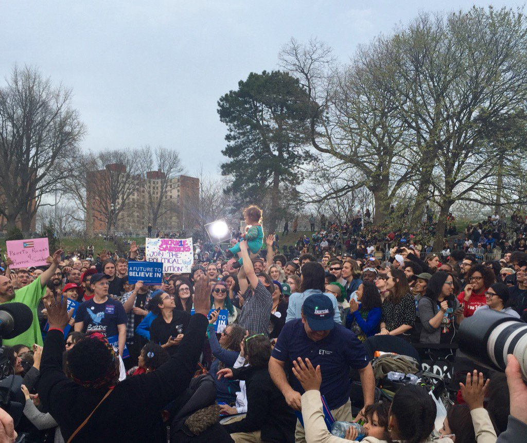 This baby is feelin the Bern & the crowd loves him. #BernieInTheBronx https://t.co/jqefpyNEt0