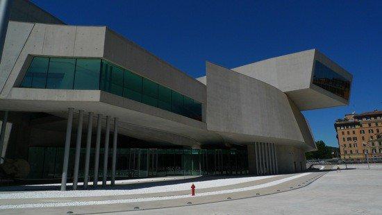 【訃報】ザハ・ハディド死去(1950-2016)https://t.co/oRk74TP4mg 昨日、現代建築における最も有名な建築家のひとり、ザハ・ハディドが心臓発作のため、フロリダ州マイアミの病院で死去。65歳。#ARTiT https://t.co/fcHd5u0sk3