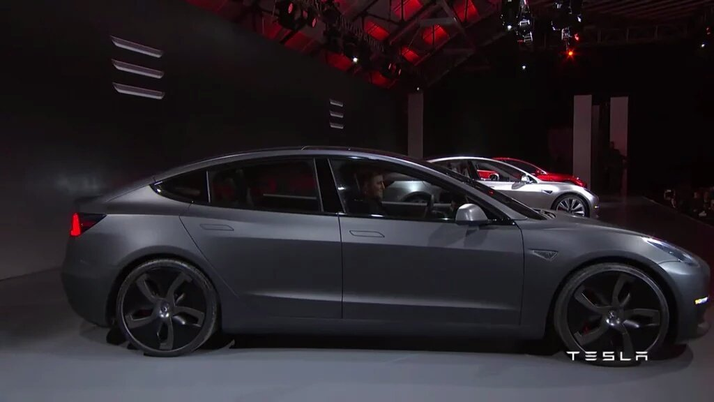 This could be the best looking $35k car there is! EV or not. #Model3 https://t.co/OqkvYDUfAy