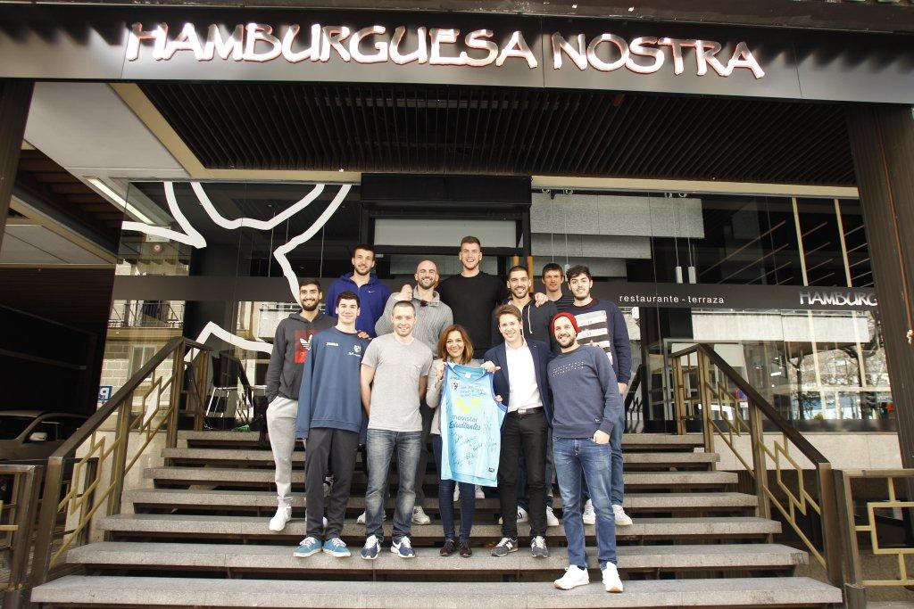 La primera plantilla del @ClubEstudiantes come hoy en nuestro rte. de Mª de Molina. ¡Gracias por venir chicos! :) https://t.co/TK7CnV0giX
