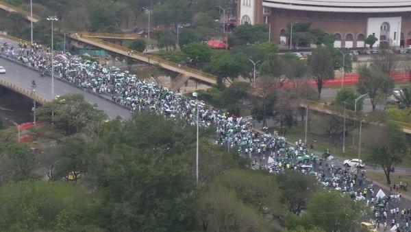 #NoticiasTM En la Avenida San Juan, hinchas de @nacionaloficial se dirigen hacia el Estadio. Foto: @tomaslafoti. https://t.co/PgBFrFoFMj