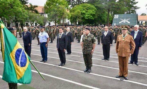 É um soldado mesmo! #PrendeHojeMoro https://t.co/1QbIqZBUn9