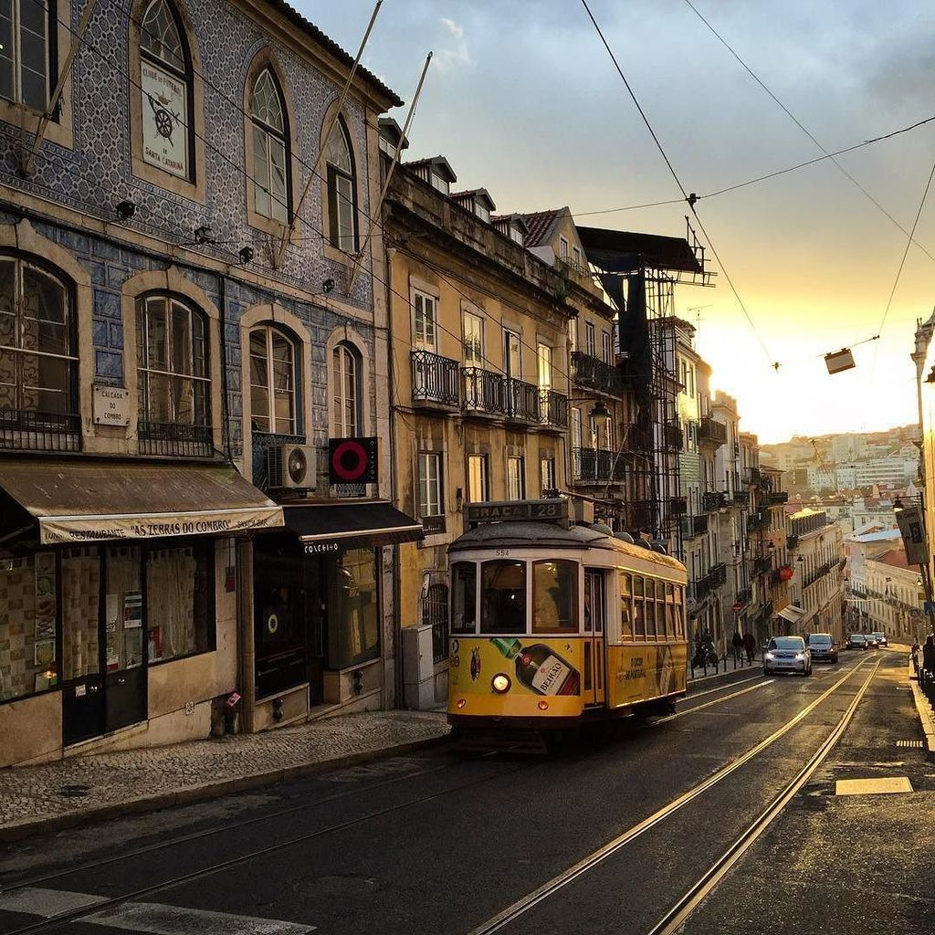 #lisboa #bairroalto #sunset #tram28 �������� by rcontrol https://t.co/PBspeuWC79