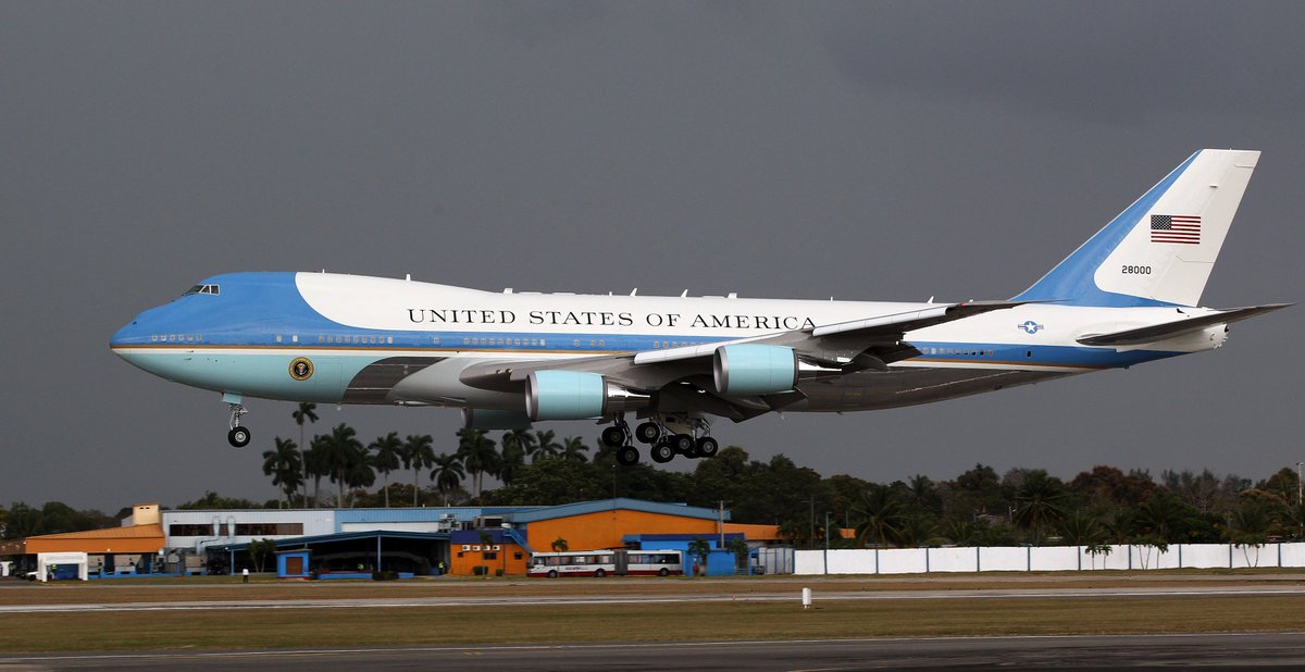 El Air Force One con el presidente estadounidense Barack Obama abordo, aterriza en La Habana (Cuba) https://t.co/D6q57qXYyH