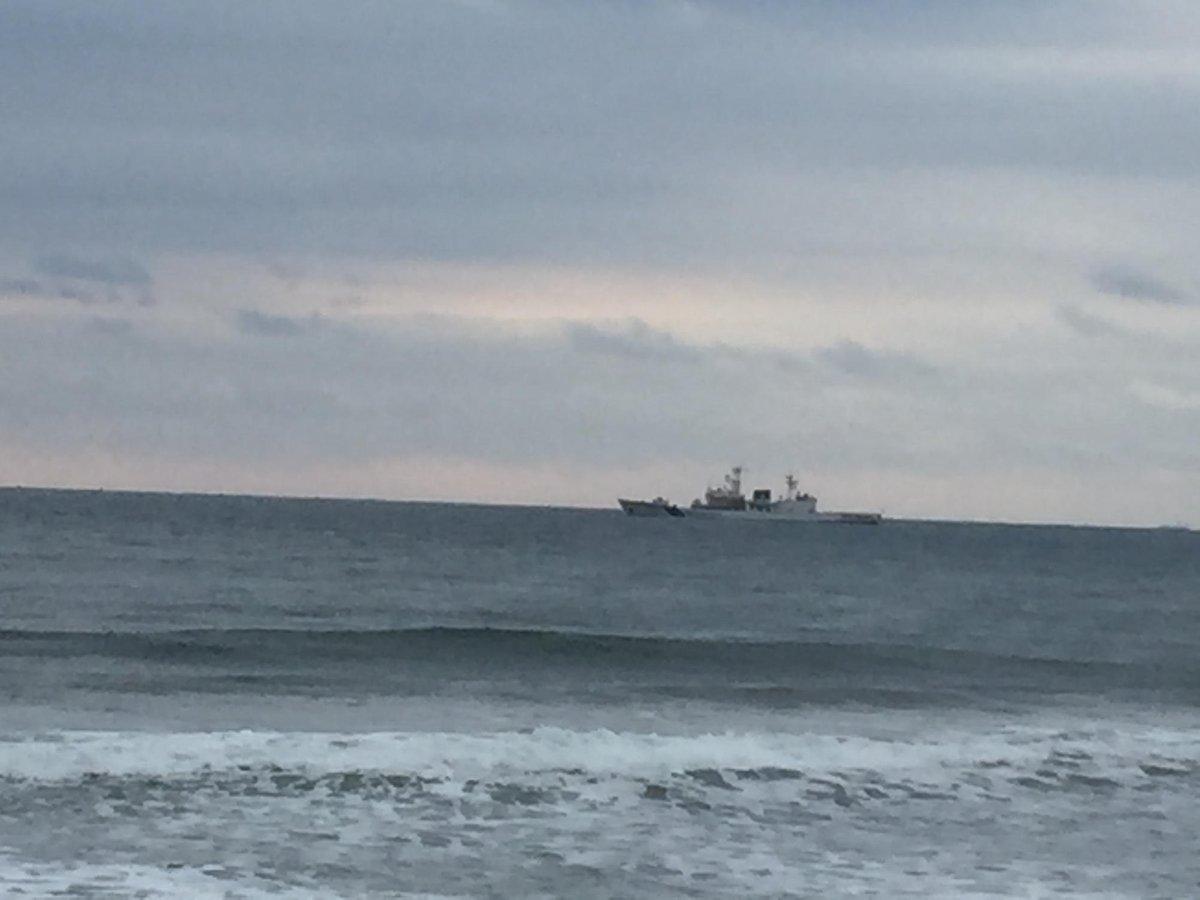 東海港の沖でプルトニウム輸送船団を待ち構えるしきしま。 遥か彼方に神戸で休憩してた輸送船が見えてきた所。 プルトニウム331kgを米国で処分してもらう。まだ48トン余ってます。さらに毎年8トンづつ六ケ所再処理工場で増やすとか https://t.co/IF7P8gWLA8