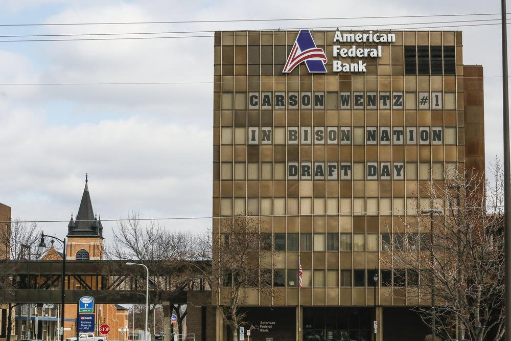 Before downtown Fargo ESPN shoot, bank's windows have message for Wentz https://t.co/ue24GBhje2 https://t.co/zpB3K2JadV