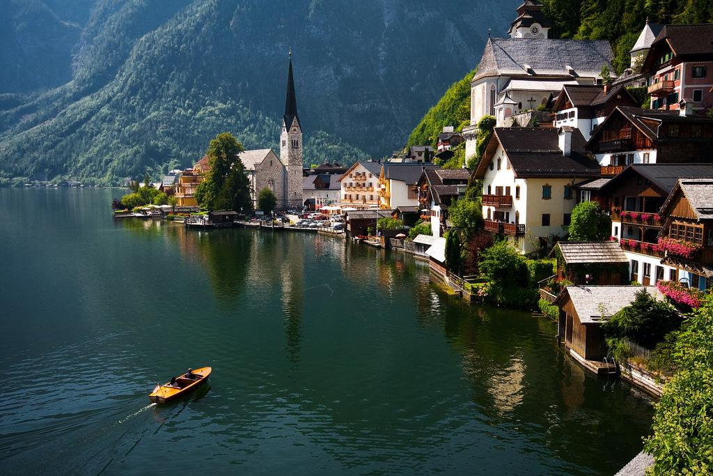 The beautiful lake side village of Hallstatt, #Austria | Photography by ©Peperoni https://t.co/Wmdaw3aj3q