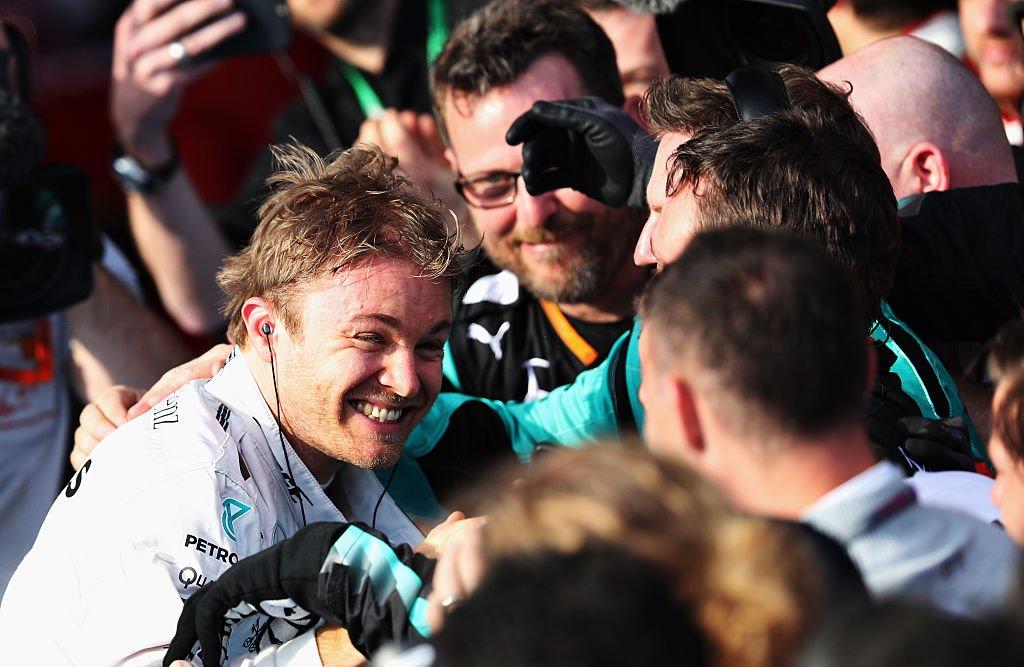 Rosberg beats Hamilton and a 'bonkers' crash. Listen to the Australian Grand Prix review: https://t.co/gkGvPaBlDA