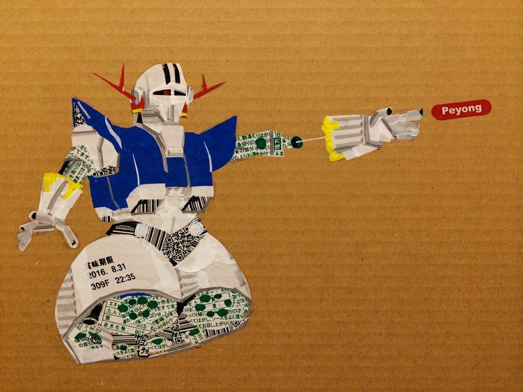 「ペヨング」の包装フィルムだけで「ジオング」を描いてみた。 ちぎり絵方式でペヨング五箱使い12時間かけて。 #ガンダム #ペヨング https://t.co/9kl9x2ITPr