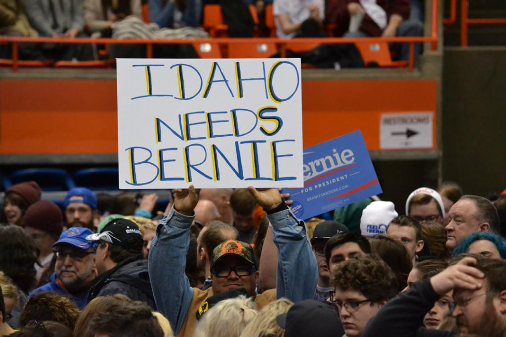Bernie Sanders scheduled to speak at noon, however, fans are already packing Taco Bell Arena https://t.co/WhuJ3Gj0vt https://t.co/OjaRYy1Zt3