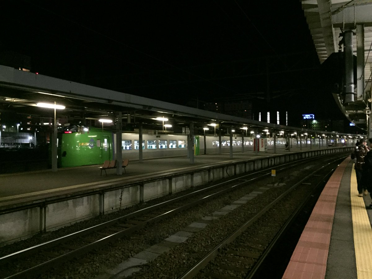 はまなすの続行で来ていた789系の回送が函館に到着 https://t.co/8symCz9g5m