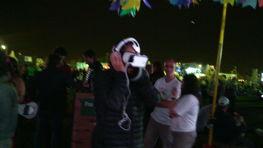 En el #Lollapalooza @p_lanzani se copó viendo el vídeo de los #AguaraGuazu #RealidadVirtual. Gracias! https://t.co/U2IRYxZrOz