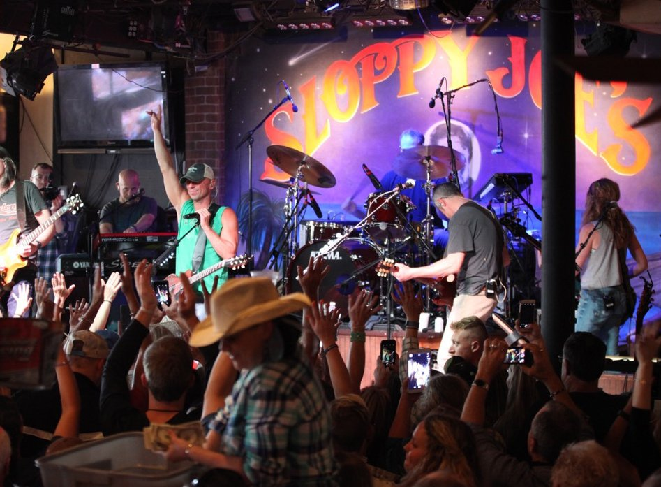 "Kenny Chesney rocked Sloppy Joe's Bar in Key West Monday night during a concert before the  March 24 debut ""Noise."" https://t.co/IxLmcdzSW5"