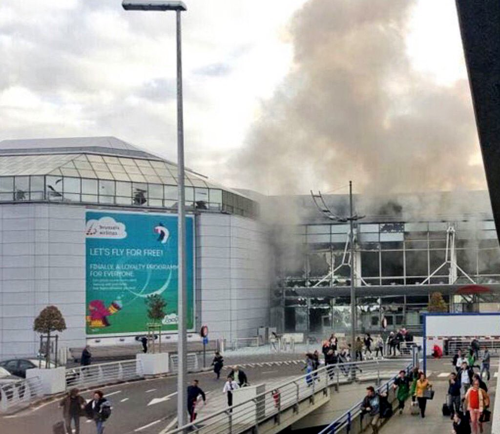 Glass windows blown out, injuries reported at #BrusselsAirport in alleged terrorist attack. #Zaventem #Brussels https://t.co/SAG9XaTUtK