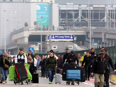 Belgians using Twitter to aid to people stranded by the #Brussels terror attacks  #smem  https://t.co/kUio4Q8x0U https://t.co/AMJBx79jMN