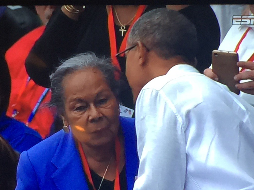 President Obama @POTUS says hello to Jackie Robinson's widow Rachel. #Rays #Dodgers https://t.co/ID9J0BKHCF