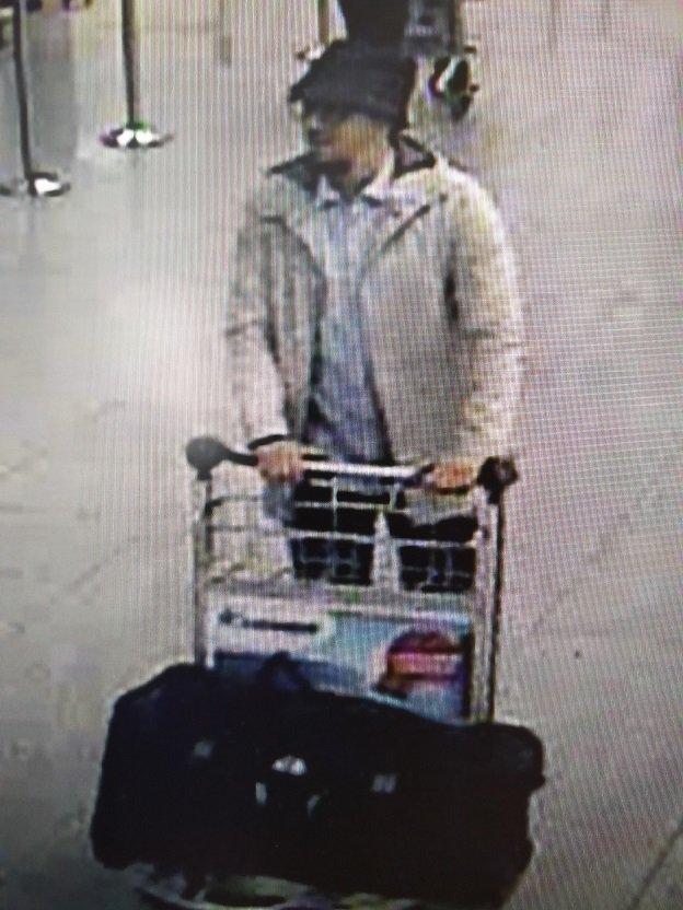 Politie en gerecht willen deze persoon identificeren. Tips: 0800/30300 en opsporingen@police.belgium.eu  #vrtnieuws https://t.co/PJDrGTMY6n